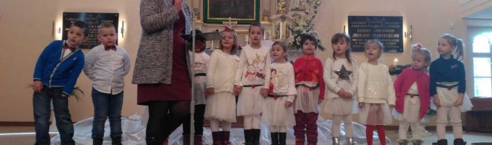 Tretia adventná nedeľa v kostole.